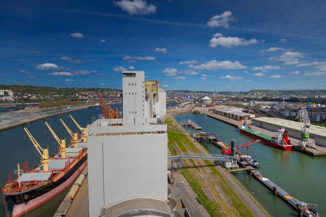 Sénalia Céréales Export Presqu'ile Elie _ navire et péniche