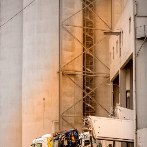 Déchargement camions site Elie